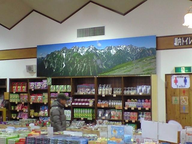 夏の槍・穂高連峰(道の駅風穴の里)