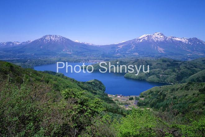 野尻湖と黒姫山・妙高山
