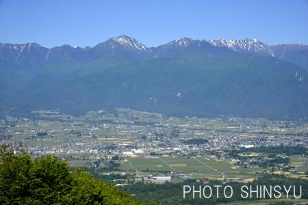 長峰山からの安曇野と常念岳