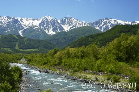 松川の流れと白馬三山