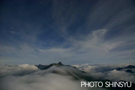 雲上の槍ヶ岳星夜