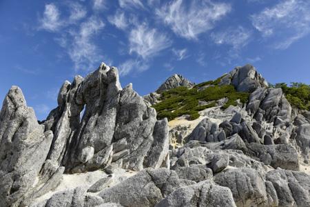 奇岩立ち並ぶ稜線