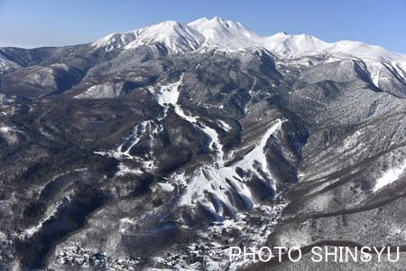 乗鞍スキー場と乗鞍岳