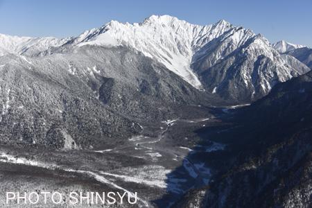 上空からの上高地と穂高連峰