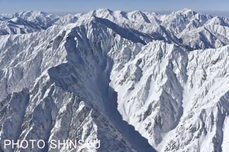 鹿島槍ヶ岳カクネ里の谷(氷河が存在)