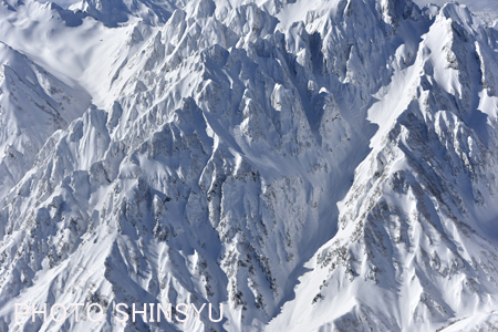 岩峰連なる剱岳八ツ峰