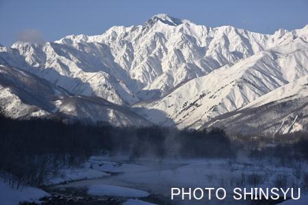 五竜岳と松川の流れ