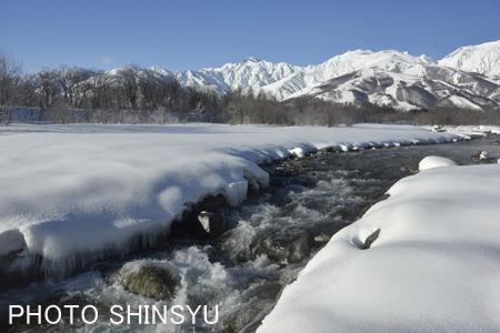 松川の流れと八方尾根スキー場