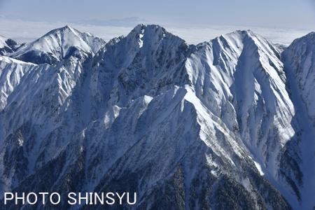 滝谷と北穂高岳・涸沢岳(奥は常念岳)