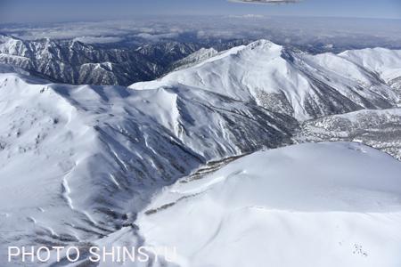 雲ノ平の台地(右手前)と黒部五郎岳