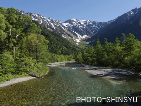 清冽な流れの梓川