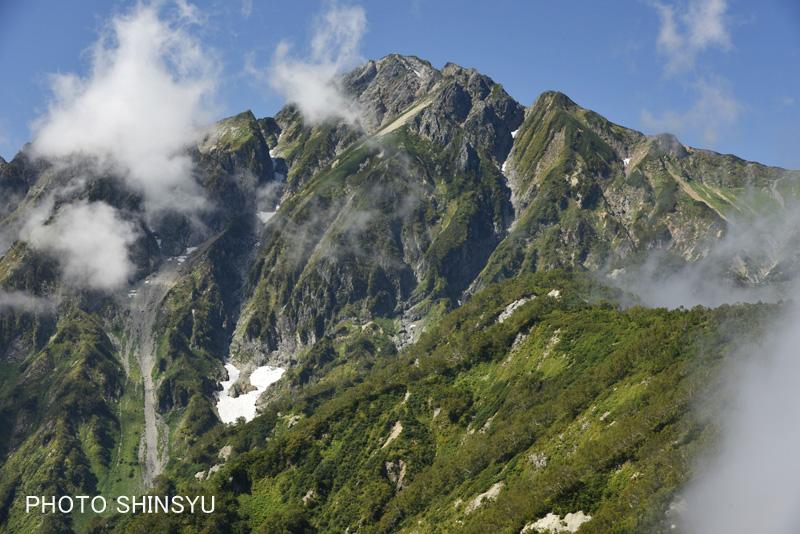 雲湧く五竜岳