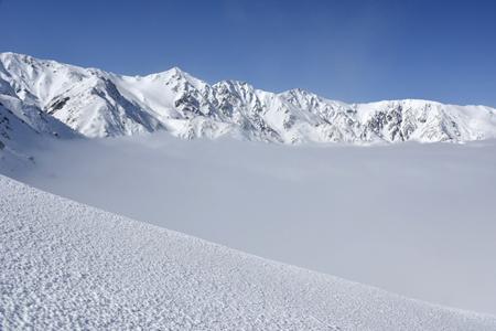 雲海に浮かぶ白馬三山