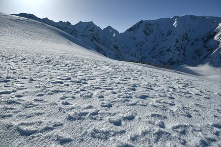 雪紋広がる八方尾根と不帰の嶮