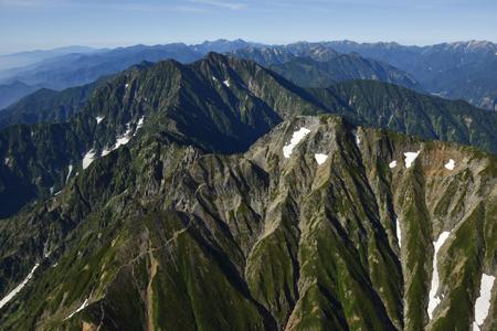 五竜岳と鹿島槍ヶ岳(遠くに槍穂高連峰)