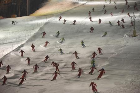 スキーデモンストレーター滑降