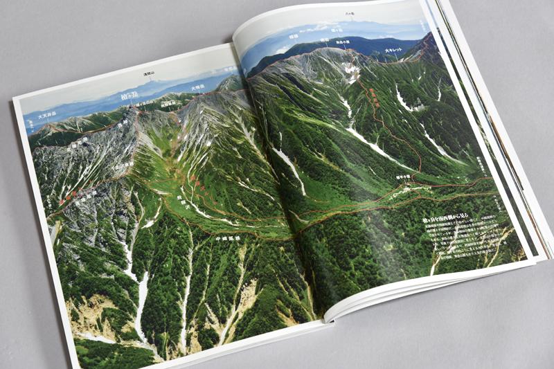 飛騨側の弓折岳上空から見た槍平、西鎌尾根と槍ヶ岳