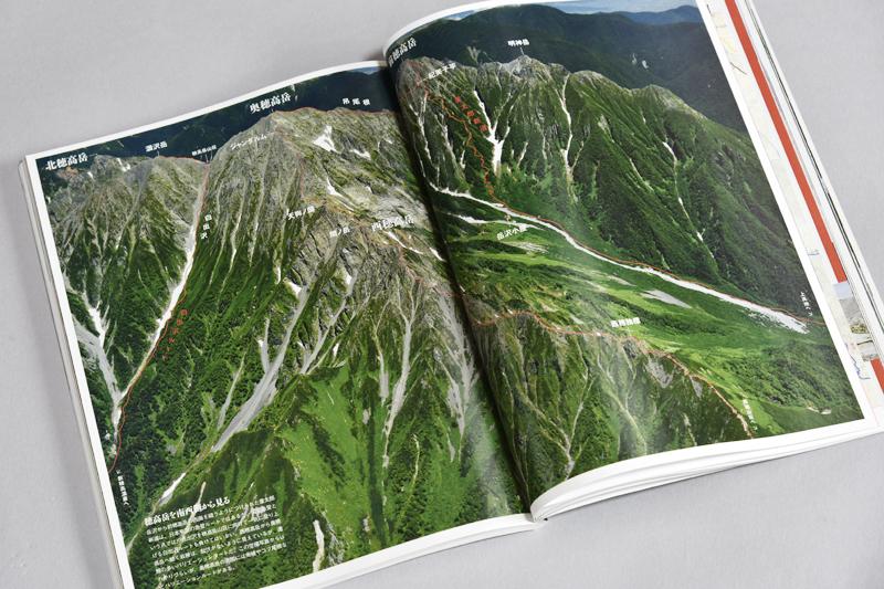飛騨側から見た西穂高の稜線と穂高山群