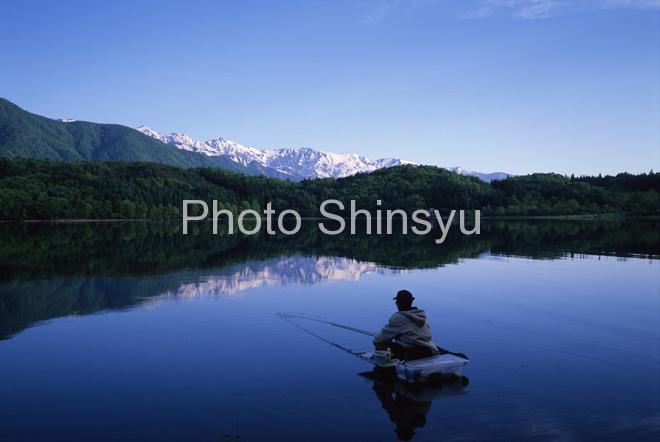 青木湖白馬三山