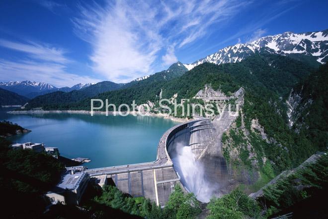 夏の黒部ダム